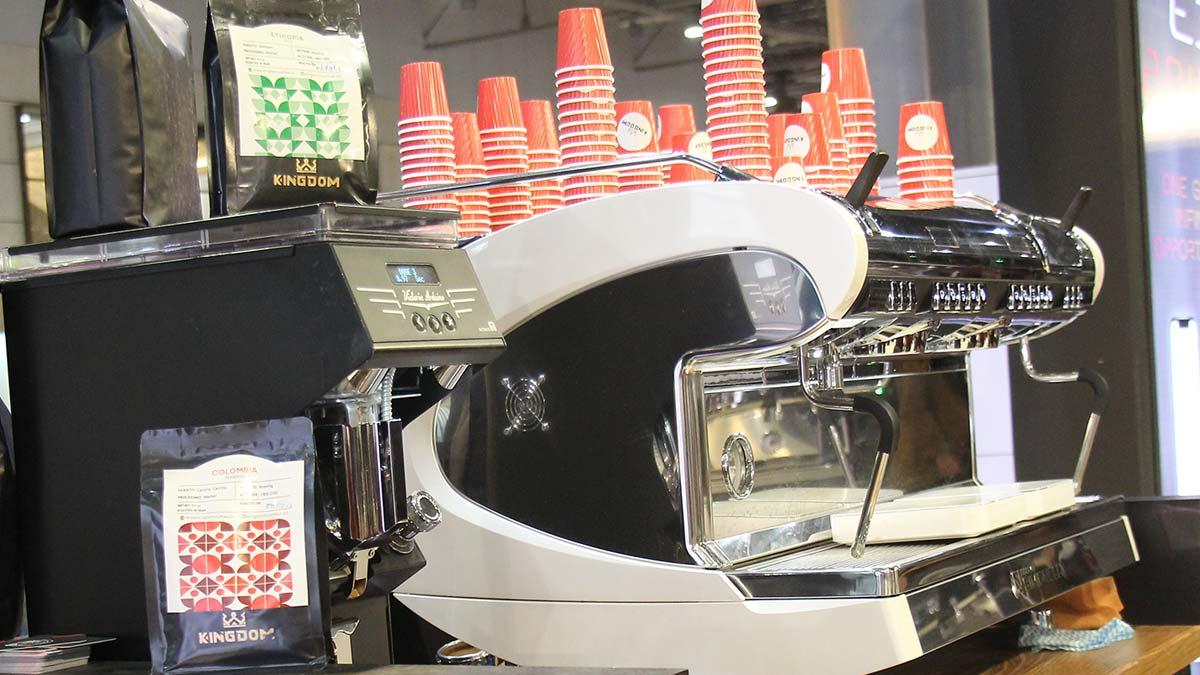 سرو تخصصی قهوه در دومین نمایشگاه تخصصی قهوه و نوشیدنی ها اصفهان